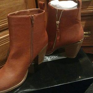 sociology Shoes - Tan boots  NWT